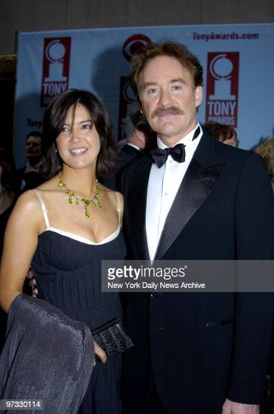 Kevin kline and his wife phoebe cates arrive for the for Phoebe cates still married kevin kline
