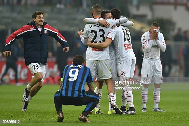 Kevin Lasagna of Carpi FC celebrates his goal and draw with team mates at the end of the Serie A match between FC Internazionale Milano and Carpi FC...