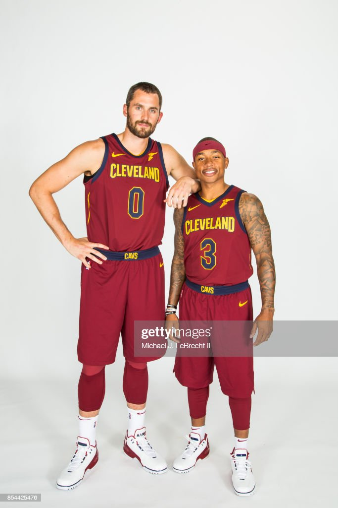 ¿Cuánto mide Isaiah Thomas? - Altura - Real height Kevin-love-and-isaiah-thomas-of-the-cleveland-cavaliers-pose-for-a-picture-id854425476