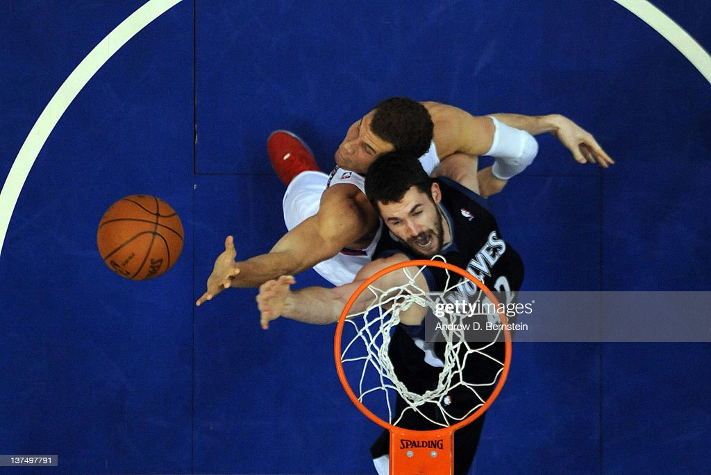 <a gi-track='captionPersonalityLinkClicked' href=/galleries/search?phrase=Kevin+Love&family=editorial&specificpeople=4212726 ng-click='$event.stopPropagation()'>Kevin Love</a> #42 of the Minnesota Timberwolves battles for the rebound against <a gi-track='captionPersonalityLinkClicked' href=/galleries/search?phrase=Blake+Griffin+-+Joueur+de+basketball&family=editorial&specificpeople=4216010 ng-click='$event.stopPropagation()'>Blake Griffin</a> #32 of the Los Angeles Clippers at Staples Center on January 20, 2012 in Los Angeles, California.