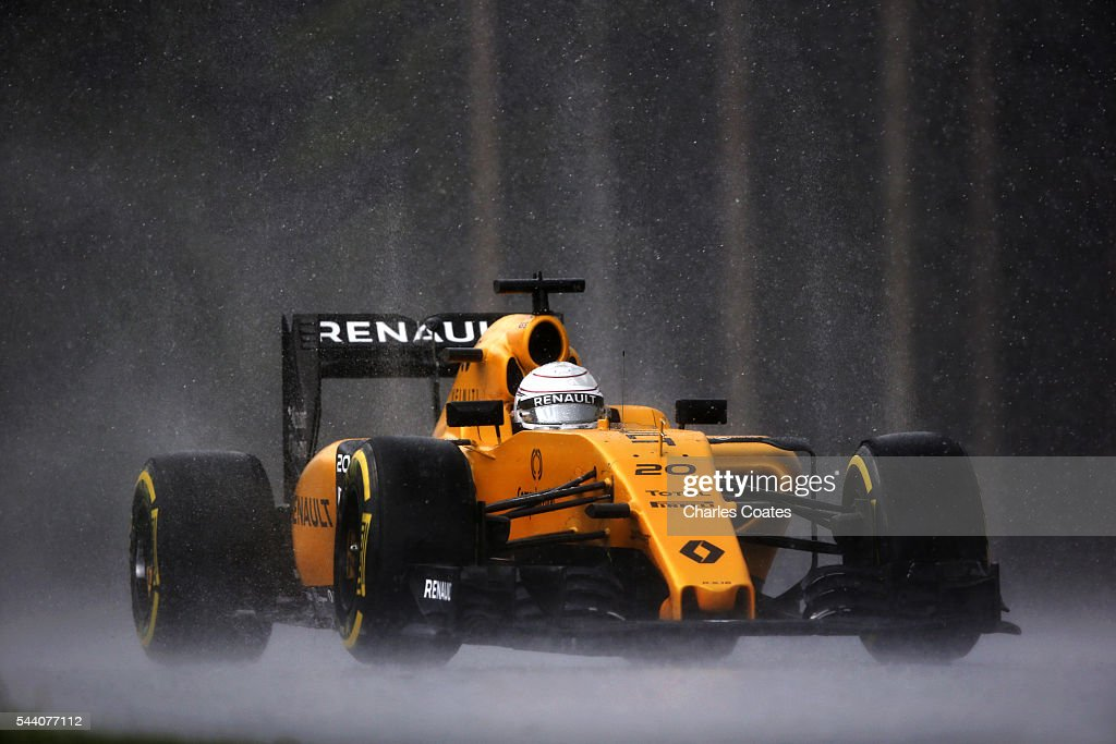 Kevin Magnussen of Denmark driving the (20) Renault Sport Formula One Team Renault RS16 Renault ROEI16 turbo on track during practice for the Formula One Grand Prix of Austria at Red Bull Ring on July 1, 2016 in Spielberg, Austria.