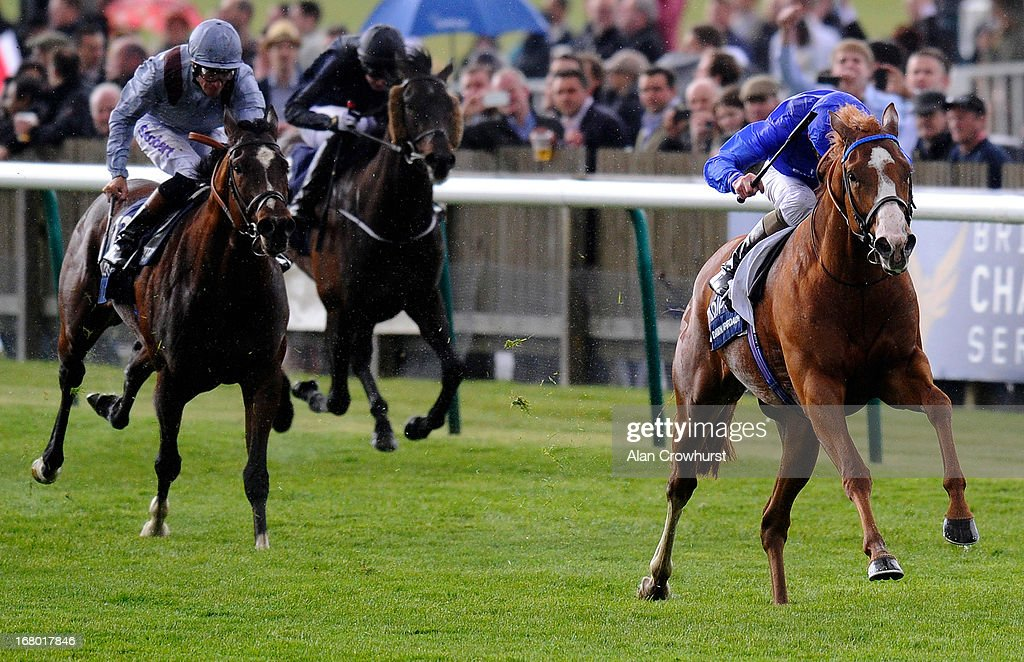 Kevin Manning riding Dawn Approach (R) wins The Qipco 2000 Guineas Stakes at Newmarket racecourse on May 04, 2013 in Newmarket, England.