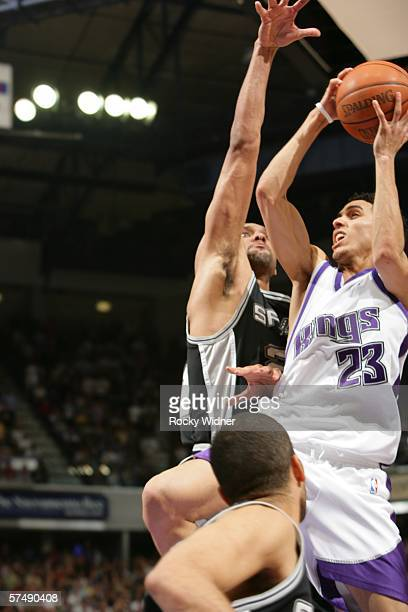 Kevin Martin of the Sacramento Kings takes the ball to the basket against Tim Duncan of the San Antonio Spurs for the game winning shot in game three...