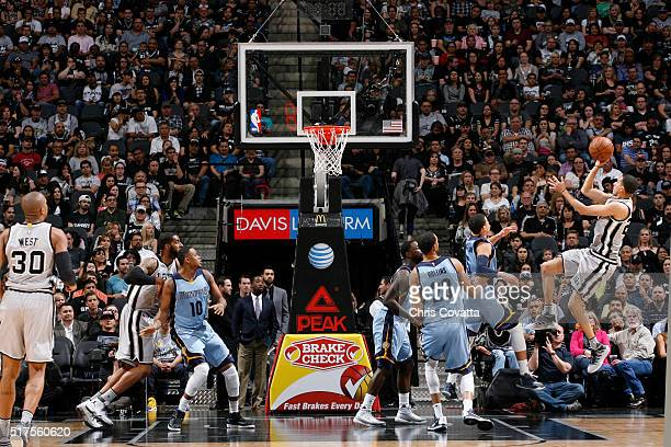 Kevin Martin of the San Antonio Spurs shoots the ball against the Memphis Grizzlies on March 25 2016 at the ATT Center in San Antonio Texas NOTE TO...