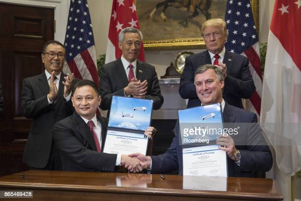 Kevin McAllister chief executive officer of commercialairplanes at Boeing Co bottom right Goh Choon Phong chief executive officer of Singapore...