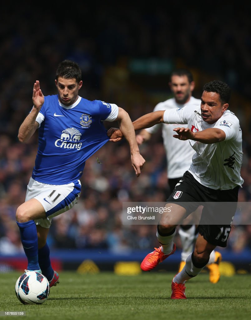 <a gi-track='captionPersonalityLinkClicked' href=/galleries/search?phrase=Kevin+Mirallas&family=editorial&specificpeople=745704 ng-click='$event.stopPropagation()'>Kevin Mirallas</a> of Everton has his shirt pulled as he attempts to move away from <a gi-track='captionPersonalityLinkClicked' href=/galleries/search?phrase=Kieran+Richardson+-+Soccer+Player&family=editorial&specificpeople=208833 ng-click='$event.stopPropagation()'>Kieran Richardson</a> of Fulham during the Barclays Premier League match between Everton and Fulham at Goodison Park on April 27, 2013 in Liverpool, England.