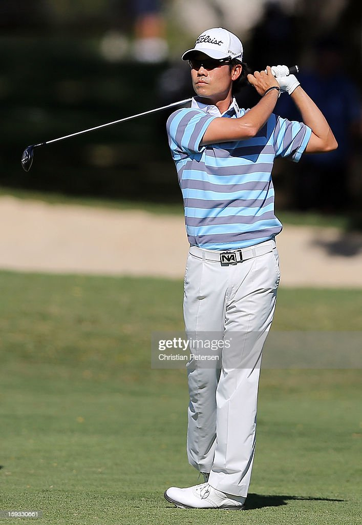 <a gi-track='captionPersonalityLinkClicked' href=/galleries/search?phrase=Kevin+Na&family=editorial&specificpeople=235605 ng-click='$event.stopPropagation()'>Kevin Na</a> hits his second shot on the 18th hole during the second round of the Sony Open in Hawaii at Waialae Country Club on January 11, 2013 in Honolulu, Hawaii.