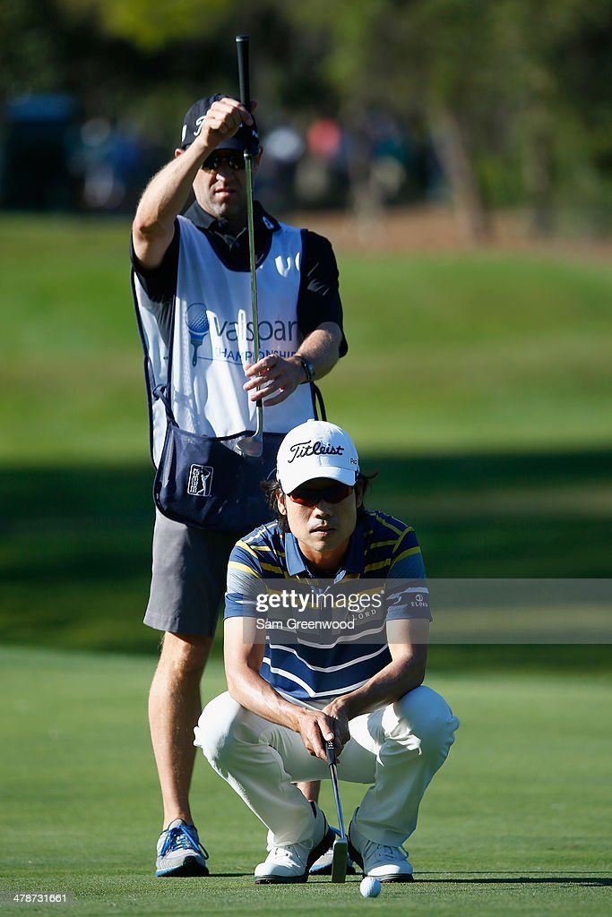 Kevin Na looks over a putt on the 8th green during the second round of the Valspar Championship at Innisbrook Resort and Golf Club on March 14, 2014 in Palm Harbor, Florida.