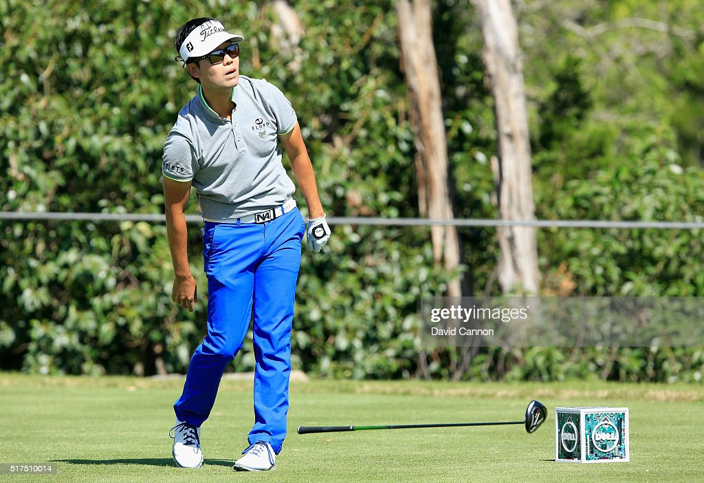 <a gi-track='captionPersonalityLinkClicked' href=/galleries/search?phrase=Kevin+Na&family=editorial&specificpeople=235605 ng-click='$event.stopPropagation()'>Kevin Na</a> of the United States reacts to a poor tee shot on the second playoff hole with Rory McIlroy during the third round of the World Golf Championships-Dell Match Play at the Austin Country Club on March 25, 2016 in Austin, Texas.