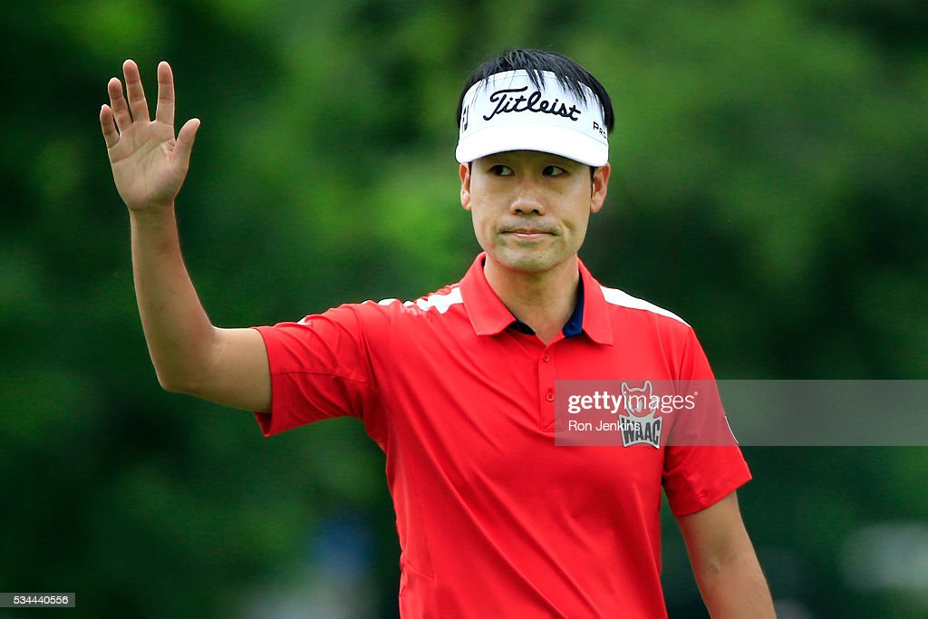 <a gi-track='captionPersonalityLinkClicked' href=/galleries/search?phrase=Kevin+Na&family=editorial&specificpeople=235605 ng-click='$event.stopPropagation()'>Kevin Na</a> waves to the gallery on the 18th green during the First Round of the DEAN & DELUCA Invitational at Colonial Country Club on May 26, 2016 in Fort Worth, Texas.