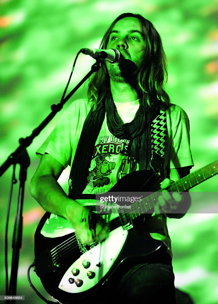 <a gi-track='captionPersonalityLinkClicked' href=/galleries/search?phrase=Kevin+Parker+-+M%C3%BAsico&family=editorial&specificpeople=9910529 ng-click='$event.stopPropagation()'>Kevin Parker</a> of Tame Impala performs at Manchester Arena on February 11, 2016 in Manchester, England.