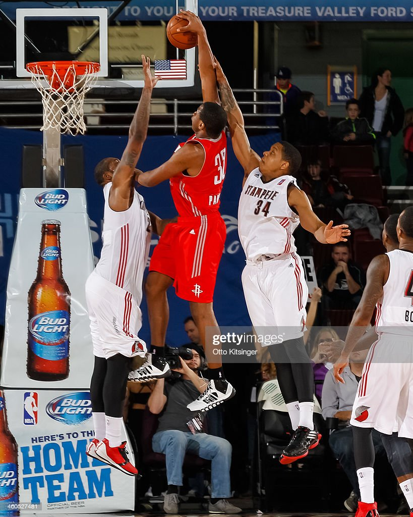 Kevin Parrom of the Rio Grande Valley Vipers goes up to the basket between Richard Howell and Kellen Thornton of the Idaho Stampede during an NBA...