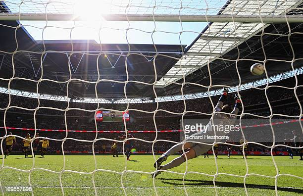 Kevin Phillips of Crystal Palace scores their first goal from the penalty spot past goalkeeper Manuel Almunia of Watford during the npower...