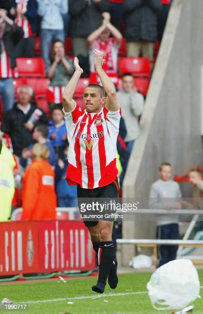 Kevin Phillips of Sunderland waves goodbye to the Sunderland faithfull during the FA Barclaycard Premiership match between Sunderland and Arsenal on...