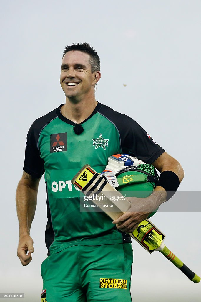 Kevin Pietersen of the Melbourne Stars walks from the ground to join team mates after the Big Bash League match between the Melbourne Renegades and the Melbourne Stars at Etihad Stadium on January 9, 2016 in Melbourne, Australia.