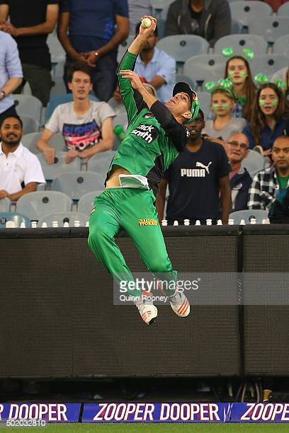 Kevin Pietersen of the Stars attempts to take a catch in the outfield during the Big Bash League match between Melbourne Stars and Sydney Thunder at...
