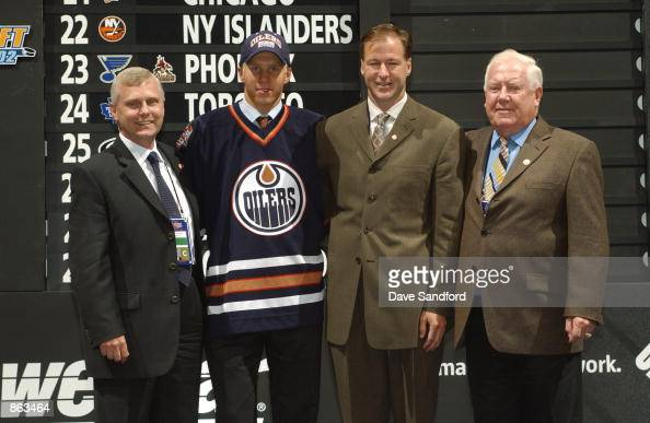 Kevin Prendergast Kevin Lowe and Lorne Davis of the Edmonton Oilers stands with 15th overall pick Jesse Niinimaki during the first round NHL Draft on...