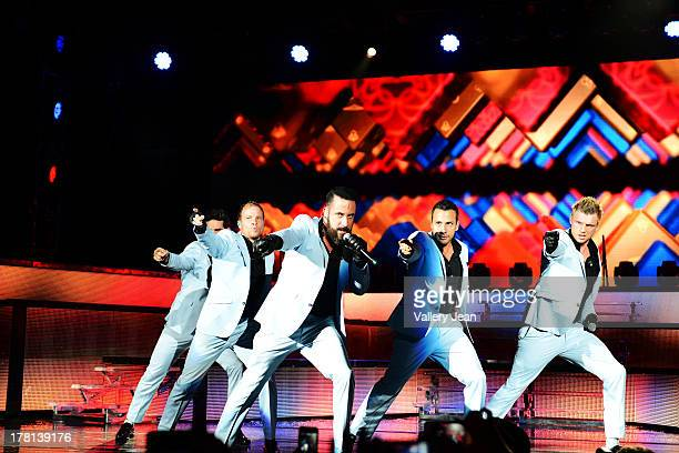 Kevin Richardson Howie Dorough AJ McLean Brian Littrell and Nick Carter of the Backstreet Boys perform at Cruzan Amphitheatre on August 25 2013 in...