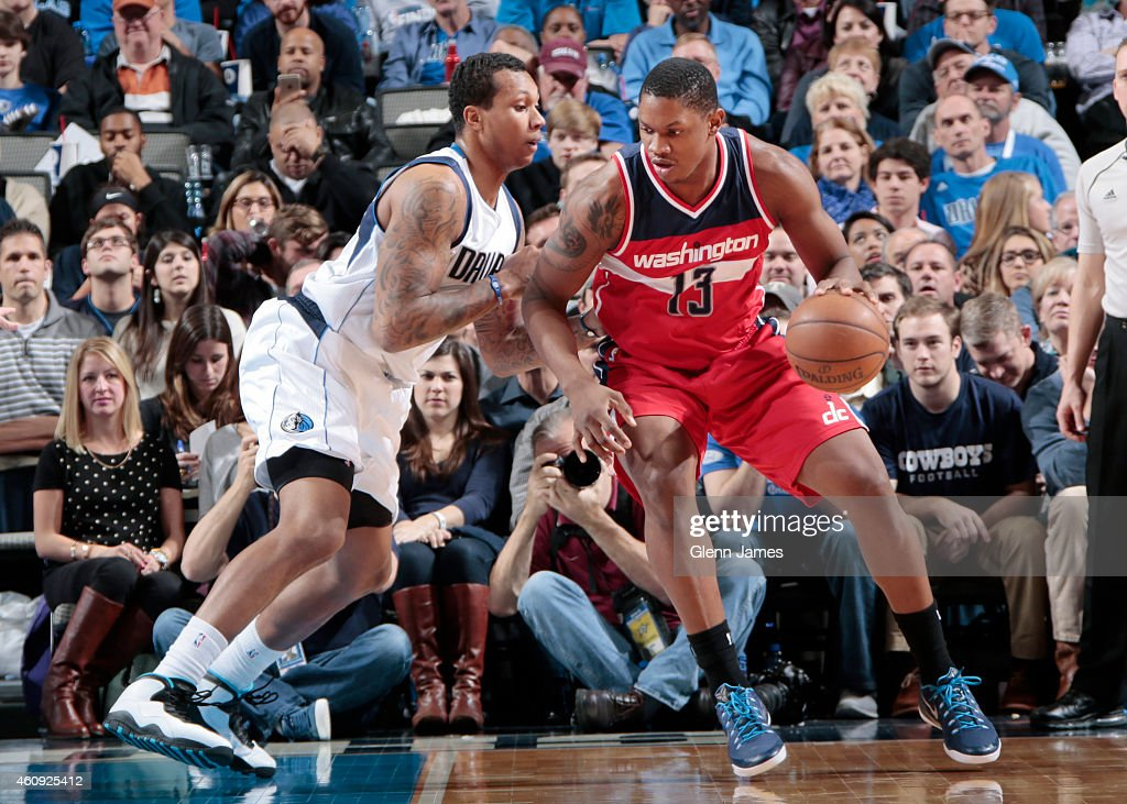 Kevin Seraphin of the Washington Wizards posts up against Greg Smith of the Dallas Mavericks on December 30 2014 at the American Airlines Center in...