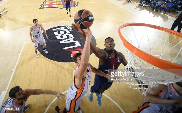 Kevin Seraphine #1 of FC Barcelona Lassa competes with Tibor Pleiss #21 of Valencia Basket during the 2017/2018 Turkish Airlines EuroLeague Regular...