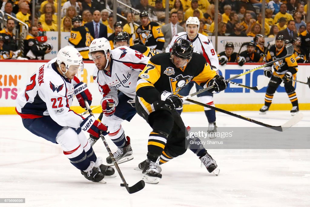 Kevin Shattenkirk #22 of the Washington Capitals tries to control the puck next to Matt Cullen #7 of the Pittsburgh Penguins during the second period in Game Three of the Eastern Conference Second Round during the 2017 NHL Stanley Cup Playoffs at PPG Paints Arena on May 1, 2017 in Pittsburgh, Pennsylvania.