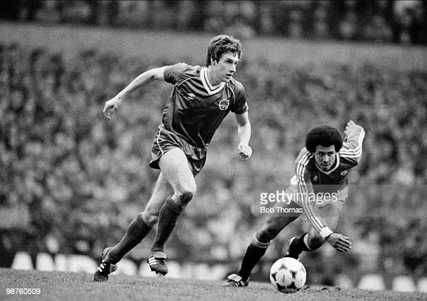 Kevin Sheedy of Everton moves away from Remi Moses of Manchester United during the FA Cup 6th round match held at Old Trafford Manchester on 12th...