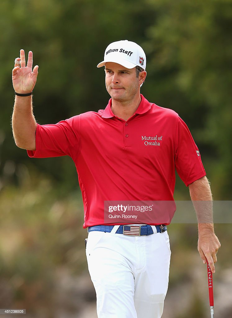 Kevin Streelman of the USA acknowledges the crowd after getting a birdie during day two of the World Cup of Golf at Royal Melbourne Golf Course on November 22, 2013 in Melbourne, Australia.