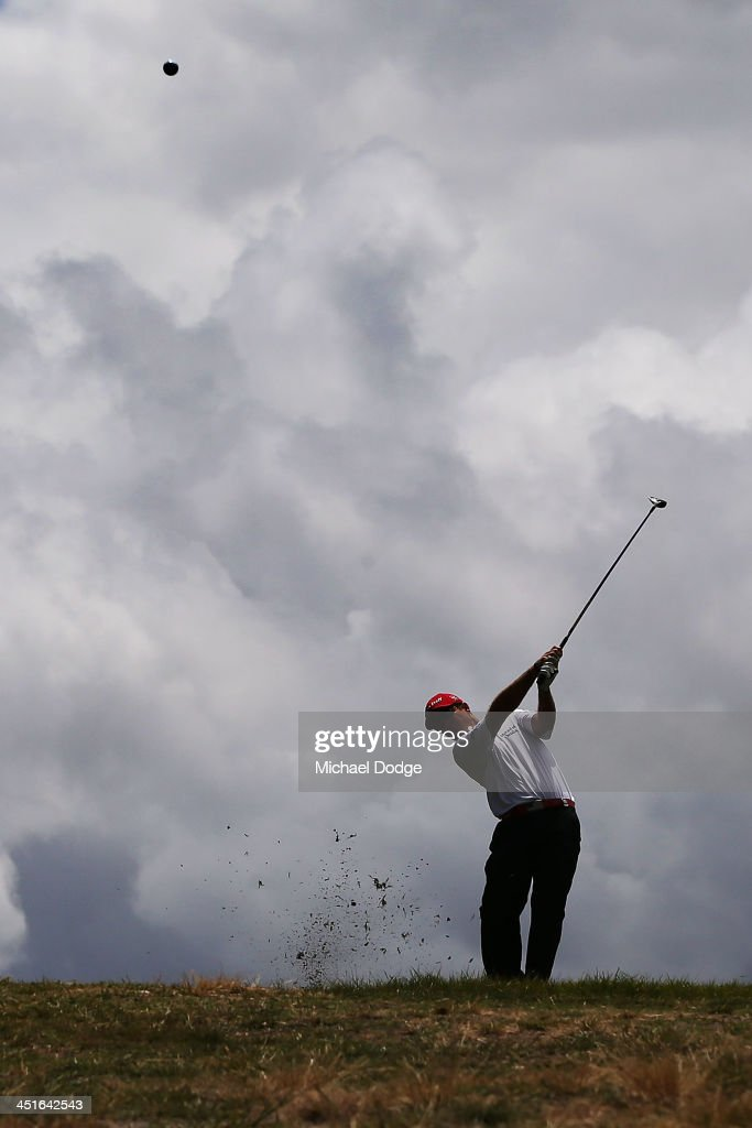 <a gi-track='captionPersonalityLinkClicked' href=/galleries/search?phrase=Kevin+Streelman&family=editorial&specificpeople=4687006 ng-click='$event.stopPropagation()'>Kevin Streelman</a> of the USA hits an approach shot during day four of the World Cup of Golf at Royal Melbourne Golf Course on November 24, 2013 in Melbourne, Australia.