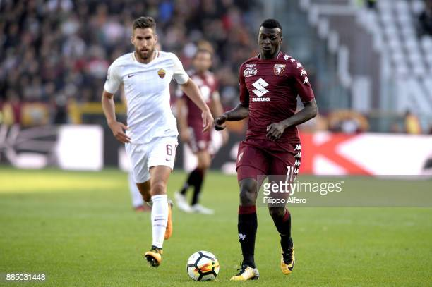 Kevin Strootman of AS Roma and M'baye Niang of Torino during the Serie A match between Torino FC and AS Roma at Stadio Olimpico di Torino on October...