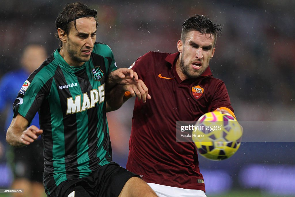 <a gi-track='captionPersonalityLinkClicked' href=/galleries/search?phrase=Kevin+Strootman&family=editorial&specificpeople=5566501 ng-click='$event.stopPropagation()'>Kevin Strootman</a> (R) of AS Roma competes for the ball with Simone Missiroli of US Sassuolo Calcio during the Serie A match between AS Roma and US Sassuolo Calcio at Stadio Olimpico on December 6, 2014 in Rome, Italy.