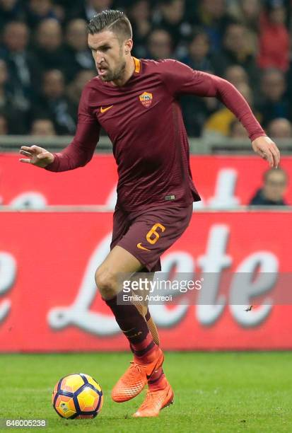 Kevin Strootman of AS Roma in action during the Serie A match between FC Internazionale and AS Roma at Stadio Giuseppe Meazza on February 26 2017 in...