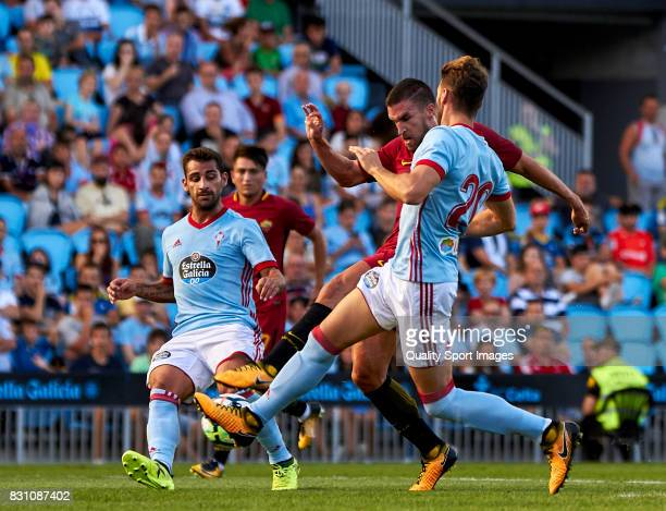 Kevin Strootman of AS Roma shots to goal and scores his team first goal during the preseason friendly match between Celta de Vigo and AS Roma at...