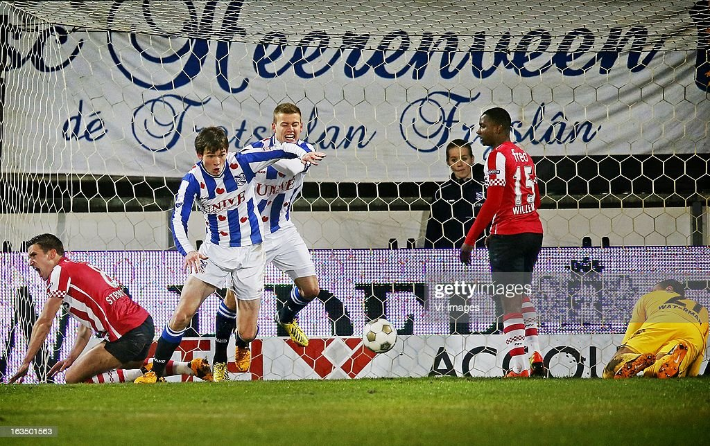 Kevin Strootman of PSV, Marten de Roon of Heerenveen, Alfreo Finnbogason of Heerenveen, Jetro Willems of PSV, goalkeeper Boy Waterman of PSV during the Dutch Eredivisie match between SC Heerenveen and PSV Eindhoven at the Abe Lenstra Stadium on march 09, 2013 in Heerenveen, The Netherlands
