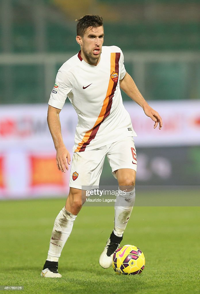 <a gi-track='captionPersonalityLinkClicked' href=/galleries/search?phrase=Kevin+Strootman&family=editorial&specificpeople=5566501 ng-click='$event.stopPropagation()'>Kevin Strootman</a> of Roma during the Serie A match between US Citta di Palermo and AS Roma at Stadio Renzo Barbera on January 17, 2015 in Palermo, Italy.