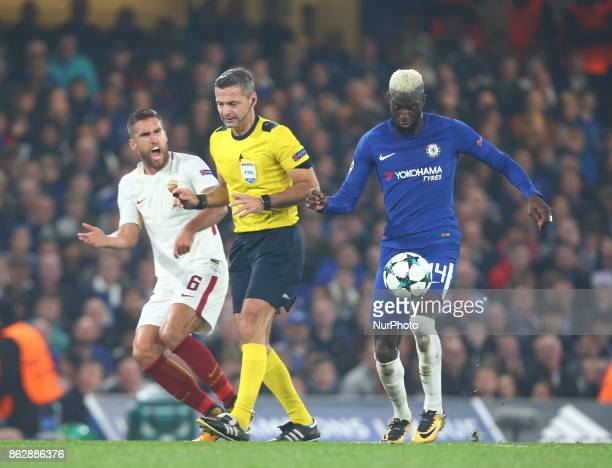 Kevin Strootman of Roma not happy with Referee Damir Skomina during UEFA Champions League Group C MATCH 3 match between Chelsea against AS Roma at...