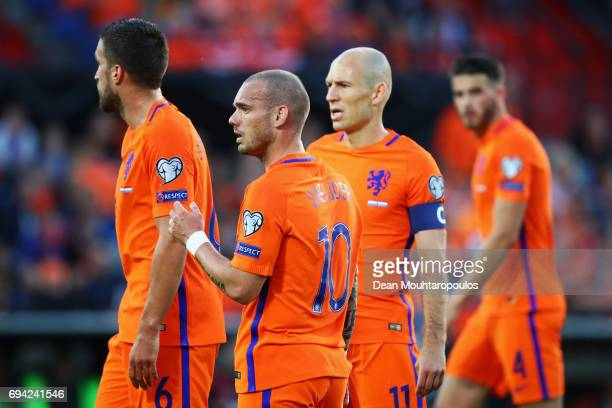 Kevin Strootman Wesley Sneijder Arjen Robben and Wesley Hoedt of the Netherlands looks on during the FIFA 2018 World Cup Qualifier between the...