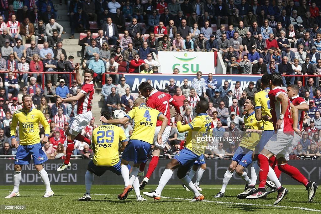 , Kevin van Veen of SC Cambuur, Marco van Ginkel of PSV, Darryl Lachman of SC Cambuur, Vytautas Andriuskevicius of SC Cambuur, Gaston Pereiro of PSV, Jamiro Monteiro of SC Cambuur during the Dutch Eredivisie match between PSV Eindhoven and SC Cambuur Leeuwarden at the Phillips stadium on May 01, 2016 in Eindhoven, The Netherlands