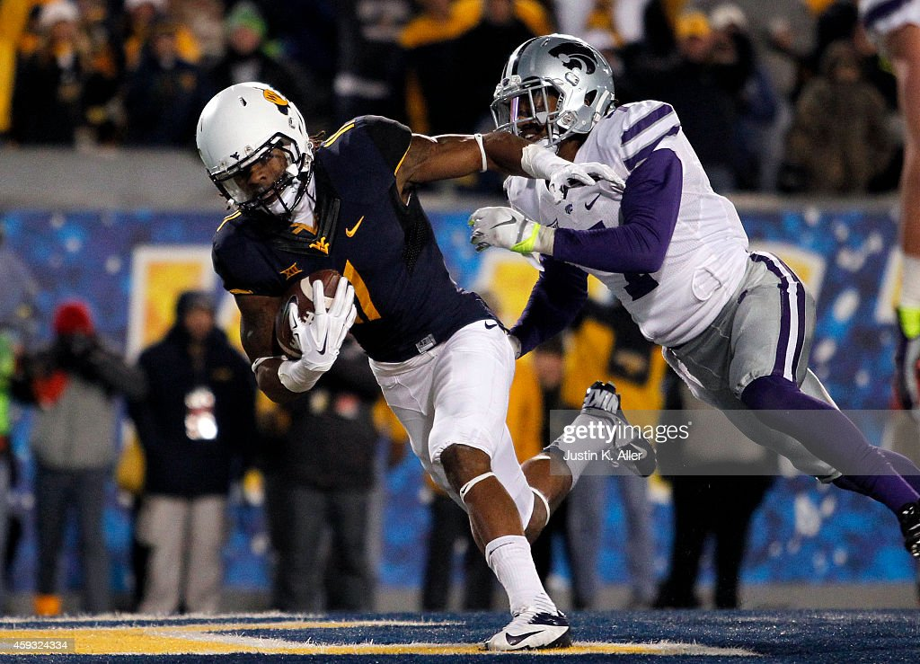 Kevin White of the West Virginia Mountaineers catches a 7 yard touchdown pass against Danzel McDaniel of the Kansas State Wildcats in the third...