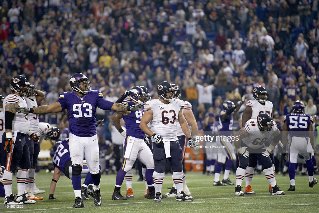 Kevin Williams #93 of the Minnesota Vikings celebrates as the Chicago Bears react to a missed 47-yard field goal attempt during the game on December 1, 2013 at Mall of America Field at the Hubert H. Humphrey Metrodome in Minneapolis, Minnesota. The Vikings defeated the Bear 23-20 in overtime.
