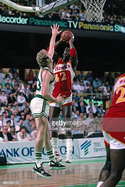 Kevin Willis of the Atlanta Hawks shoots against Larry Bird of the Boston Celtics during a game circa 1986 at the Boston Garden in Boston...