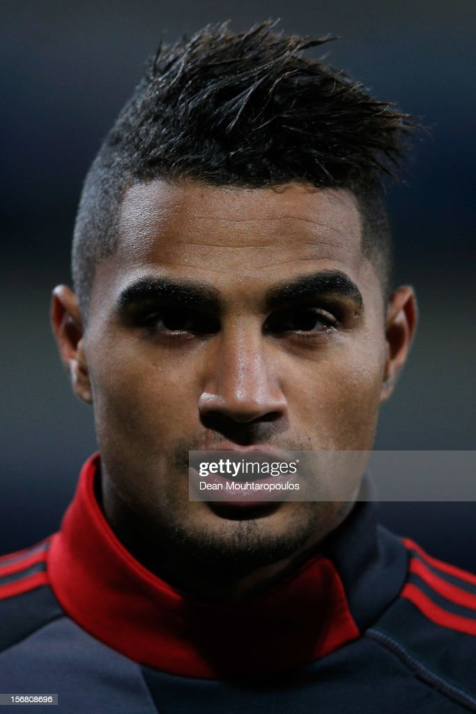 <a gi-track='captionPersonalityLinkClicked' href=/galleries/search?phrase=Kevin-Prince+Boateng&family=editorial&specificpeople=613049 ng-click='$event.stopPropagation()'>Kevin-Prince Boateng</a> of AC Milan warms up prior to the UEFA Champions League Group C match between RSC Anderlecht and AC Milan at the Constant Vanden Stock Stadium on November 21, 2012 in Anderlecht, Belgium.