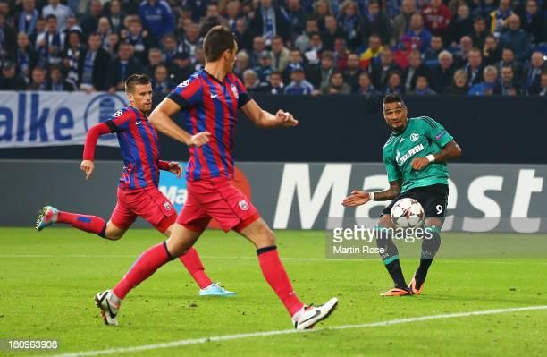 KevinPrince Boateng of Schalke scores the second Schalke goal during the UEFA Champions League Group E match between FC Schalke 04 and FC Steaua...
