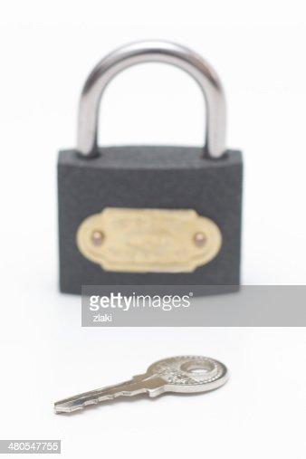 Candado con llave y candado, en efecto borroso : Foto de stock