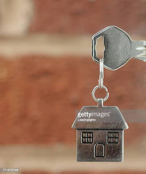 Schlüssel in der Tür mit copyspace