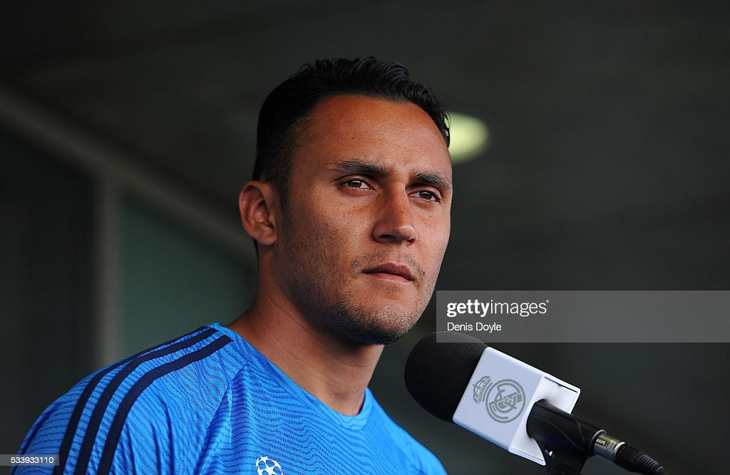<a gi-track='captionPersonalityLinkClicked' href=/galleries/search?phrase=Keylor+Navas&family=editorial&specificpeople=2097517 ng-click='$event.stopPropagation()'>Keylor Navas</a> of Real Madrid talks to members of the press at the mixed zone after the team training session at the Real Madrid Open Media Day ahead of the UEFA Champions League Final against Club Atletico Madrid at Valdebebas training ground on May 24, 2016 in Madrid, Spain.
