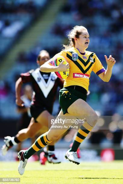 Kezie Apps of the Australian Jillaroos makes a break on her way to score the opening try during the 2017 Auckland Nines match between the Kiwi Ferns...