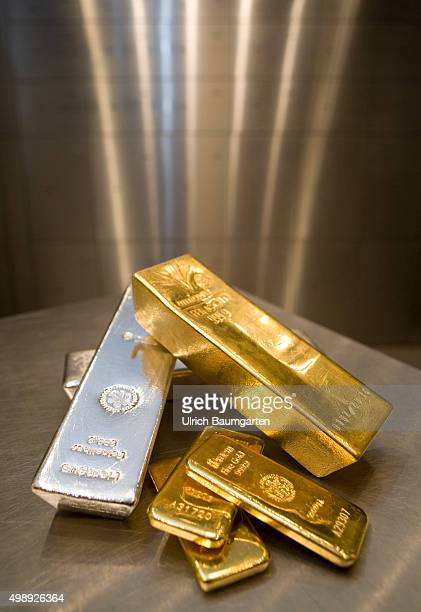 125 kg and 1 kg gold bullions and a 5 kg silver bullion in the strong room of pro aurum goldhouse in Munich