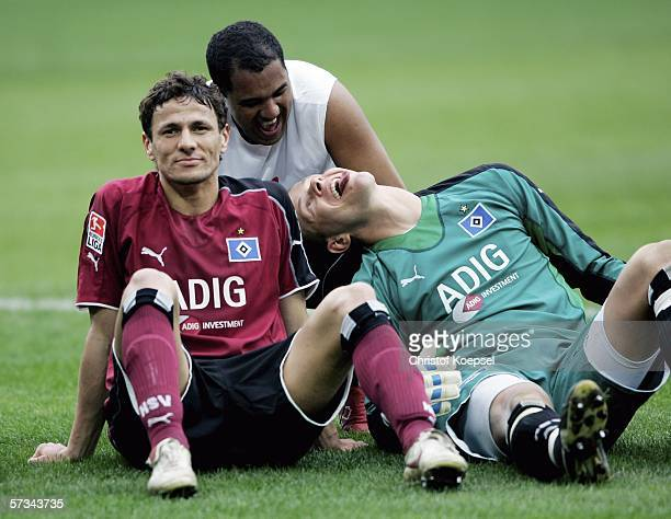 Khalid Boulahrouz Ailton and goalkeeper Sascha Kirschstein celoebrate the 20 victory of the 20 victory of the Bundesliga match between MSV Duisburg...
