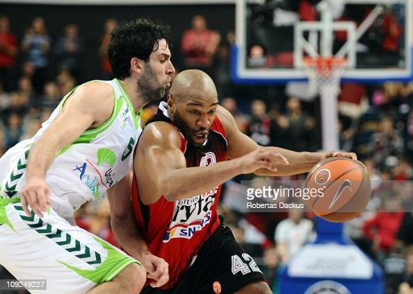 Khalid ElAmin #42 of Lietuvos Rytas competes with Berni Rodriguez #5 of Unicaja during the 20102011 Turkish Airlines Euroleague Top 16 Date 4 game...