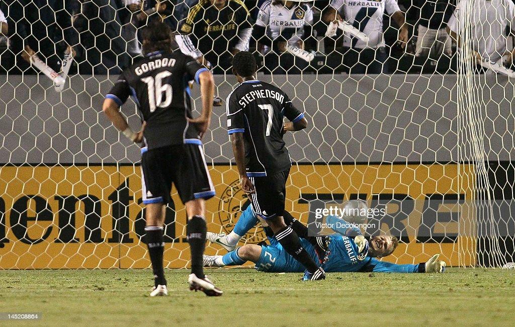 Khari Stephenson of the San Jose Earthquakes converts the spot kick past goalkeeper Brian Perk of the Los Angeles Galaxy as Alan Gordon of the San...